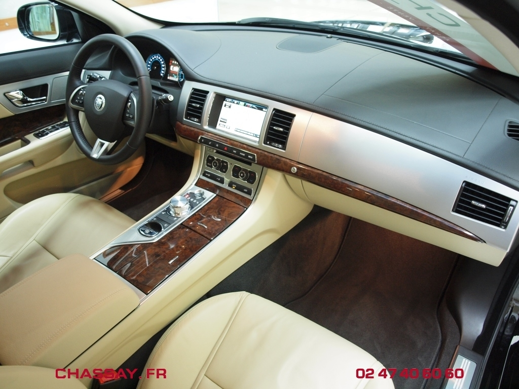 Automobiles chassay tours jaguar xf sportbrake 2 for Interieur jaguar